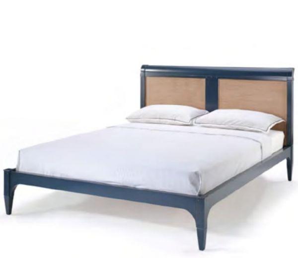 Кровать двуспальная , массив,  160х200 см.,